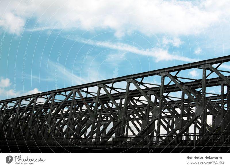 Schwarz zu Blau Farbfoto Menschenleer Natur Luft Himmel Wolken Brücke Architektur Metall eckig einfach fest stark blau grau schwarz weiß Kraft
