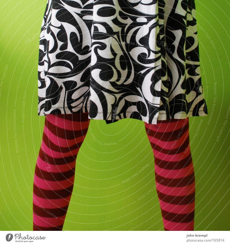 lady jane Mensch Frau Jugendliche grün schön Erwachsene feminin Beine rosa verrückt 18-30 Jahre einzigartig Junge Frau dünn Strümpfe trashig