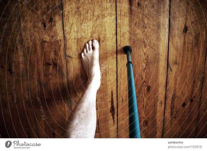 Bein Beine Krieg Unfall Gehhilfe Barfuß rechts Versicherung Pirat Verkehrsunfall Landmine einbeinig