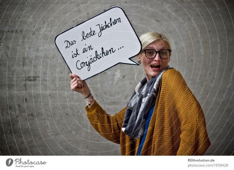 Das beste Jäckchen Mensch Jugendliche Junge Frau Freude 18-30 Jahre Erwachsene sprechen lustig feminin Gesundheit grau Freiheit Gesundheitswesen