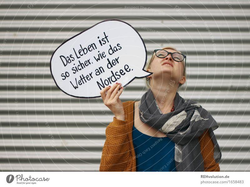 Jule - Das Leben ... Mensch feminin Junge Frau Jugendliche 1 18-30 Jahre Erwachsene Wetter schlechtes Wetter Brille Schal Schriftzeichen Schilder & Markierungen