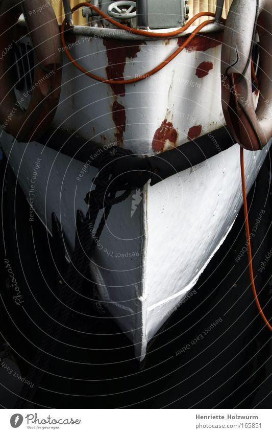 Schippern durchs schwarze Meer alt weiß Meer Ferien & Urlaub & Reisen schwarz Ferne Freiheit kaputt Wandel & Veränderung Vergänglichkeit gruselig Schifffahrt stagnierend Kreuzfahrt Anker
