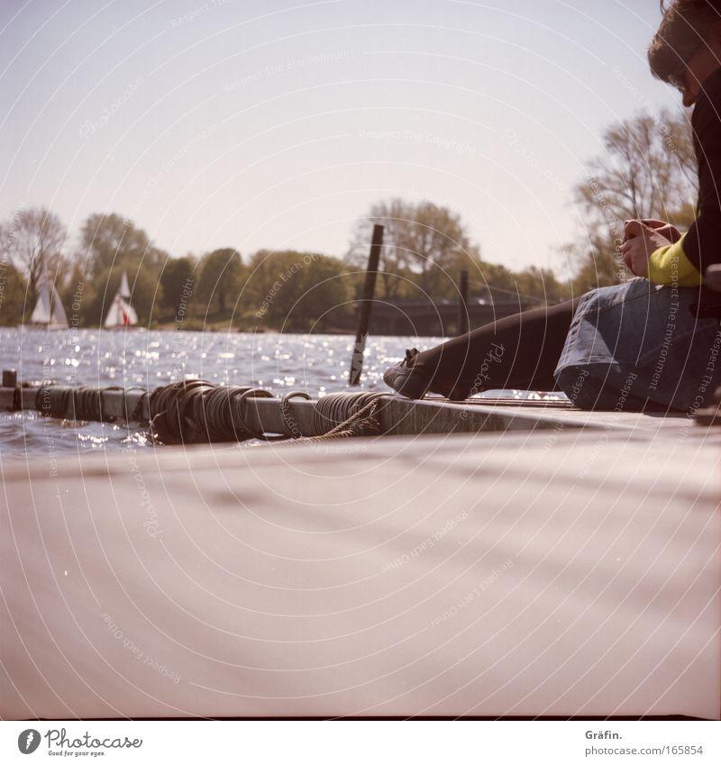 [HH 04.09] Alsterknipse Mensch Jugendliche Wasser Himmel Erholung feminin Frühling glänzend See Hamburg Ausflug sitzen Freizeit & Hobby Konzentration
