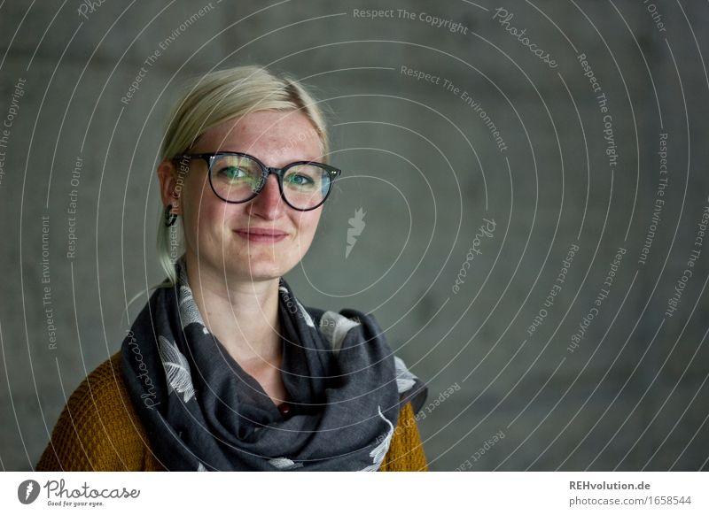 Jule | Betonportrait Bildung Berufsausbildung Azubi lernen Student Mensch feminin Junge Frau Jugendliche Gesicht 1 18-30 Jahre Erwachsene Lächeln authentisch