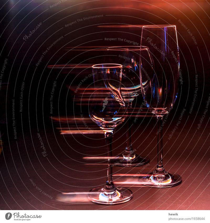 Gläser Glas Sektglas Weinglas Grappaglas ästhetisch außergewöhnlich Farbfoto Innenaufnahme Experiment Textfreiraum links Kunstlicht Kontrast Silhouette