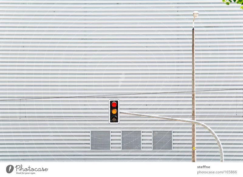 durchstarten Farbfoto Außenaufnahme Menschenleer Textfreiraum links Textfreiraum oben Textfreiraum Mitte Tag Verkehr Straßenverkehr Autofahren Straßenkreuzung