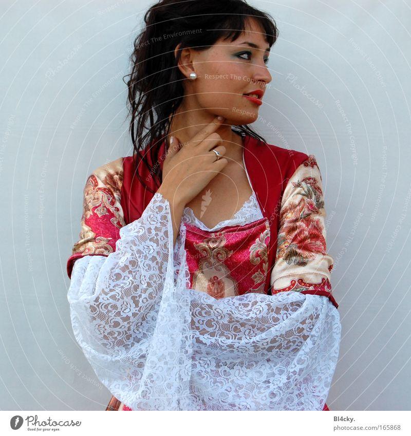 Die Kaiserin schön Mensch feminin Junge Frau Jugendliche 1 Bekleidung Kleid Stoff schwarzhaarig Monarchie rot Hoheit König Farbfoto mehrfarbig