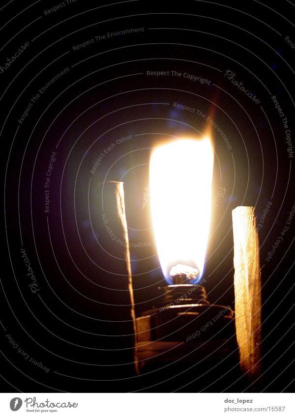 Folge_ihm_nicht_ins_Moor_4 dunkel Garten hell Stimmung Brand Romantik Freizeit & Hobby Dinge Camping brennen Flamme erleuchten untergehen Fackel Irrlicht