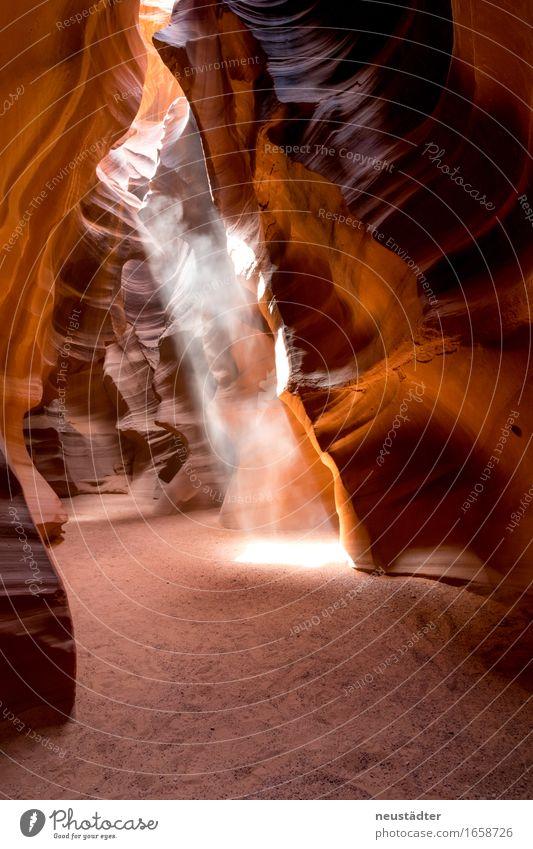 Antelope Canyon VI Natur Erde Sand Sonne Sonnenlicht Schlucht Stein ästhetisch gelb orange Einsamkeit Abenteuer Lichterscheinung Lichtschein Lichtspiel
