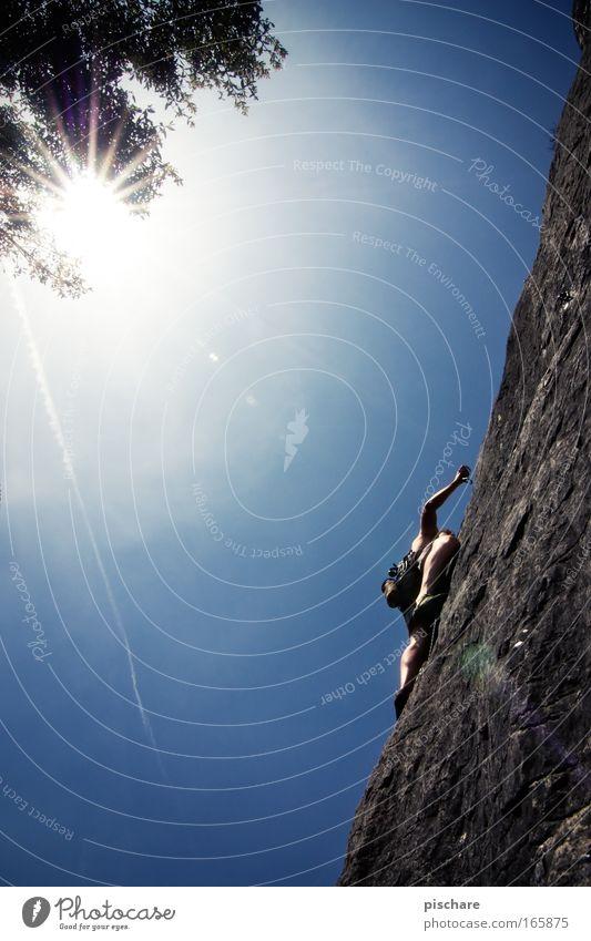 Genius, 6b/Croatia Mensch Mann alt blau Sonne Sommer Erwachsene Sport Berge u. Gebirge Gesundheit Kraft Felsen Freizeit & Hobby frei Abenteuer leuchten