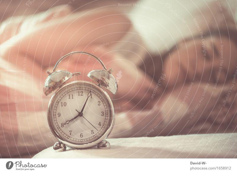 verschlafen? Mensch Frau Kind Jugendliche schön Junge Frau Erholung ruhig Erwachsene Leben Gesundheit Schule Gesundheitswesen rosa träumen Uhr