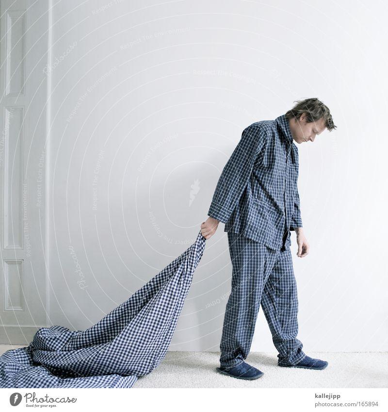 senile bettflucht Mensch Mann blau weiß Erwachsene Wand träumen gehen schlafen Hemd Müdigkeit hängen kariert Schlafzimmer Erschöpfung Bettdecke