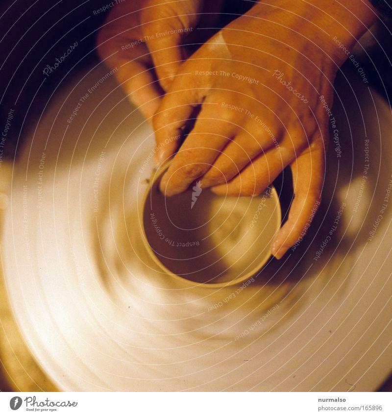 es läuft rund Mensch Hand Freude Glück Kunst Zufriedenheit sitzen Freizeit & Hobby ästhetisch authentisch gut außergewöhnlich dünn festhalten Tasse Handwerker