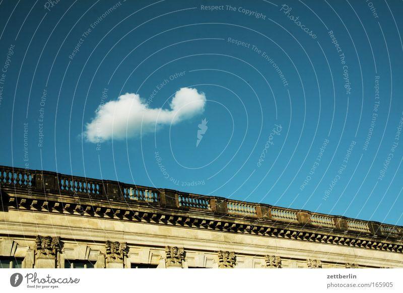 Wolke über Pergamon Himmel Wolken unschuldig Blauer Himmel himmelblau Sommer Wetter Meteorologie bau Gebäude Bauwerk Klassizismus Berlin Museum Spree Insel