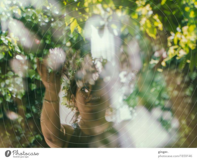 AST 9 | Blumenkind Mensch Frau grün weiß Freude Erwachsene Leben Blüte feminin Spielen Glück Kopf braun Sträucher Arme 45-60 Jahre