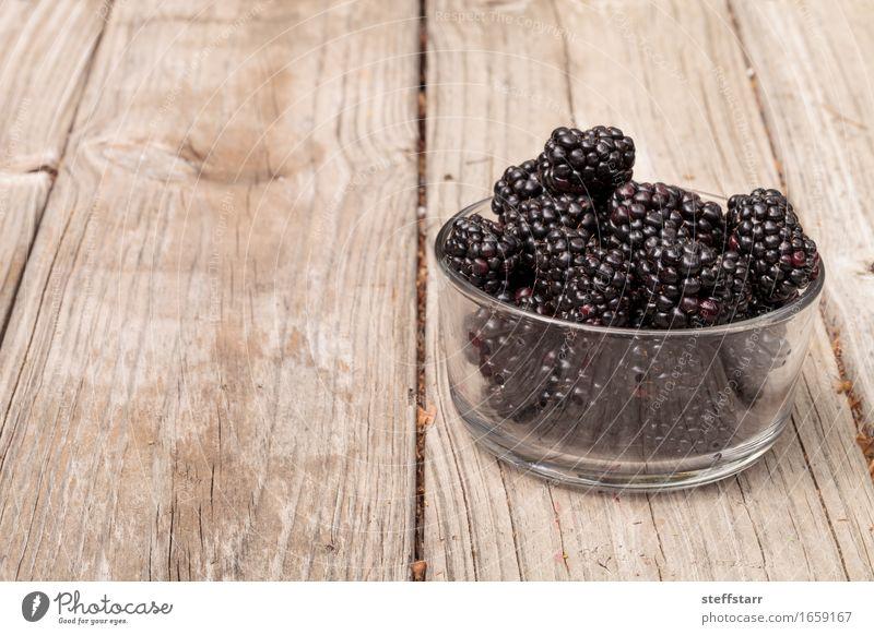 Klarglasschüssel reife Brombeeren Lebensmittel Frucht Ernährung Essen Frühstück Picknick Bioprodukte Vegetarische Ernährung Diät Schalen & Schüsseln Lifestyle