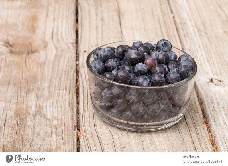 Klarglasschüssel reife Blaubeeren blau Pflanze schön Leben Essen Lifestyle Gesundheit Holz Lebensmittel Gesundheitswesen Frucht Ernährung Glas Wellness