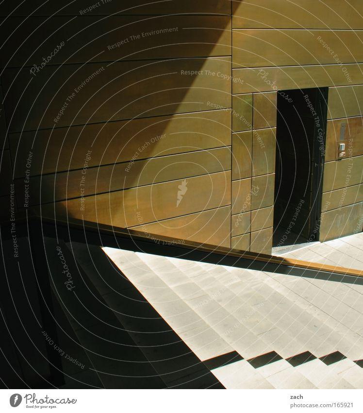 Linienführung Stadt Haus Straße Wand Holz Stein Mauer Wege & Pfade Gebäude Metall Architektur gehen Tür Design gold