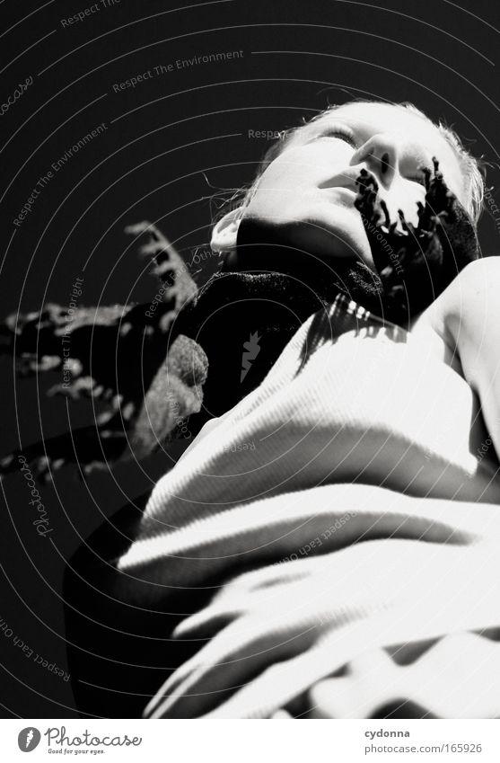 Paint the black hole blacker Frau Mensch Jugendliche schön Erwachsene feminin Leben Gefühle Freiheit Bewegung Stil Traurigkeit träumen elegant Energiewirtschaft