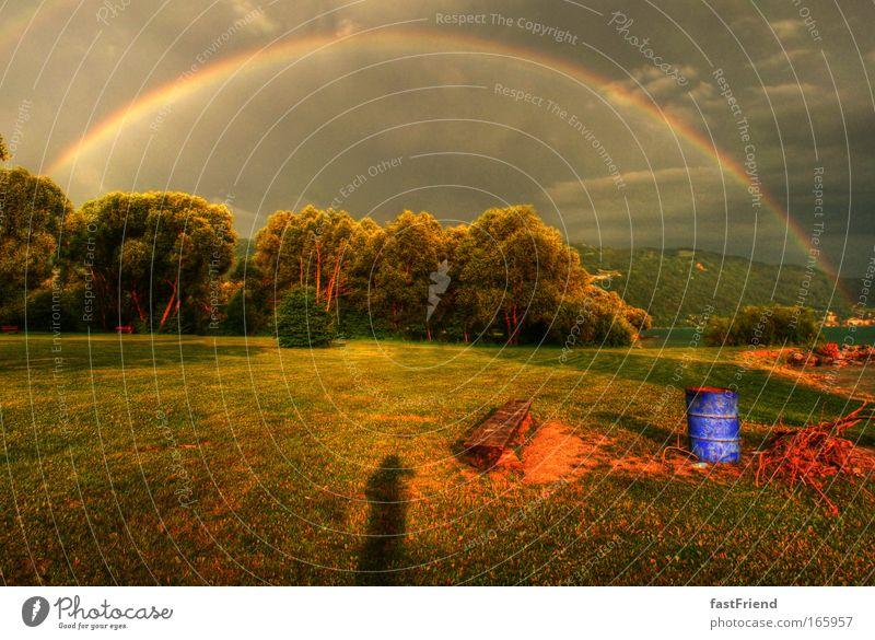 atmosphärisch-optisches Phänomen mehrfarbig Außenaufnahme Menschenleer Dämmerung Licht Schatten Kontrast Silhouette Lichterscheinung Schwache Tiefenschärfe