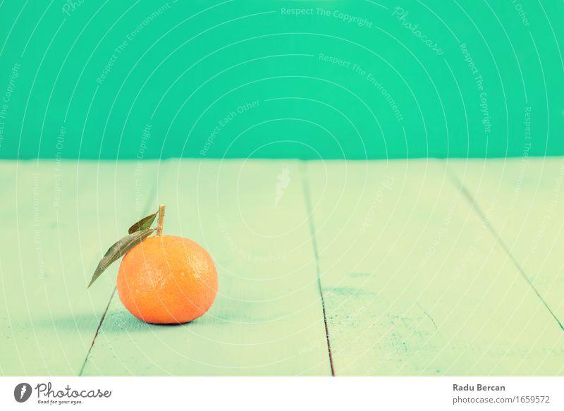 Frische Mandarine auf blauer Tabelle grün Gesunde Ernährung Essen Gesundheit Holz Lebensmittel Gesundheitswesen orange Frucht Orange Tisch süß rund lecker