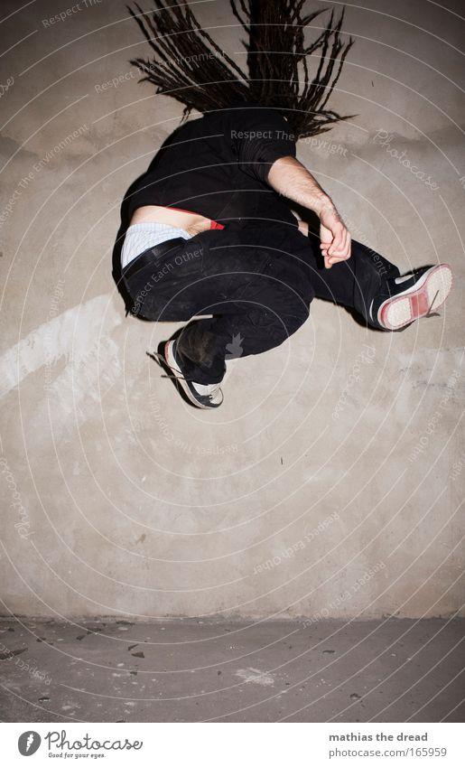 ZERO GRAVITY Mensch Jugendliche Freude Erwachsene Wand Haare & Frisuren springen Mauer Beine Arme maskulin Tanzveranstaltung Lifestyle 18-30 Jahre Fabrik Fitness