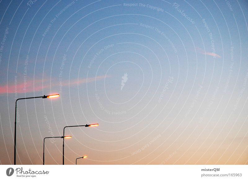 Stadtschlangen. Himmel Einsamkeit Straße Freiheit Wege & Pfade Lampe Stimmung Beleuchtung Design Energiewirtschaft Elektrizität leuchten Technik & Technologie