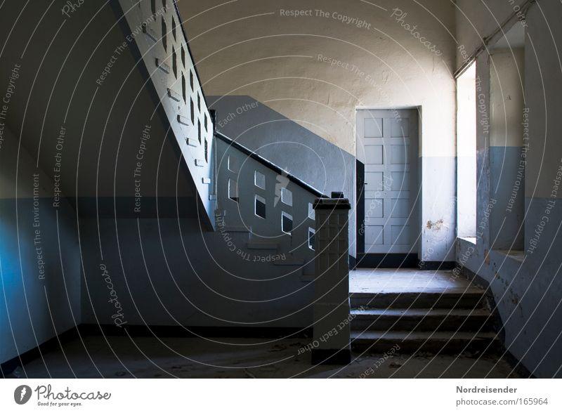 Tür nach Katastrophanien blau weiß Einsamkeit Fenster Wand Gefühle Architektur Stein Mauer Traurigkeit Stimmung Raum Kraft Innenarchitektur Beton