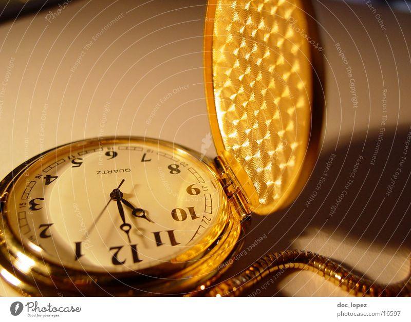 golden_times_3 Taschenuhr Zeit Ziffern & Zahlen Sekundenzeiger Klappe Vergänglichkeit Licht Nostalgie Muster Uhr Dinge Stimmung Schatten Kette Detailaufnahme