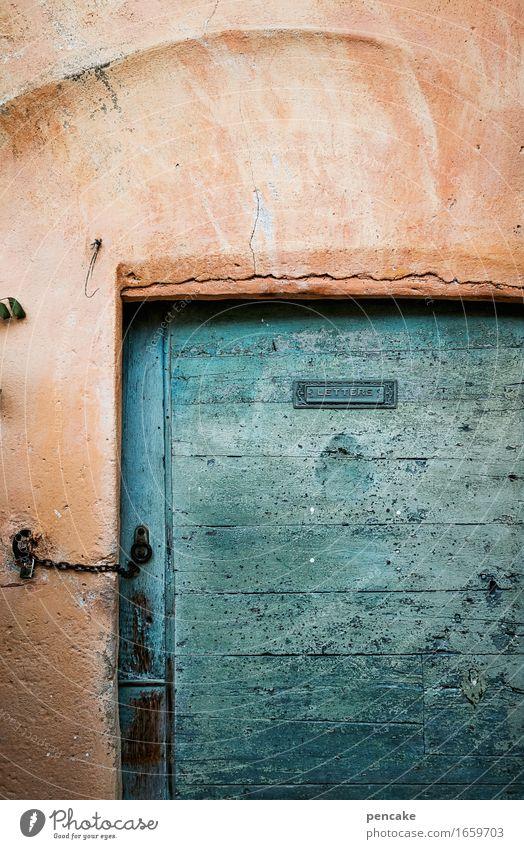 blauer montag | blaumachen Dorf Altstadt Haus Mauer Wand Fassade Tür alt authentisch außergewöhnlich maritim Originalität retro Holz Komplementärfarbe orange