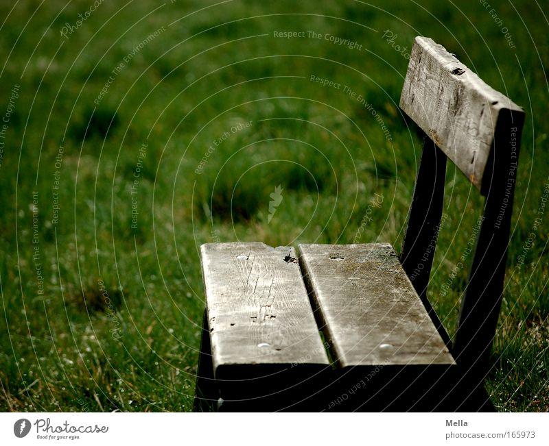 Nimm reichlich Platz alt Einsamkeit Holz Traurigkeit leer trist Bank Vergänglichkeit einfach Ende Sehnsucht Langeweile verwittert trüb Parkbank