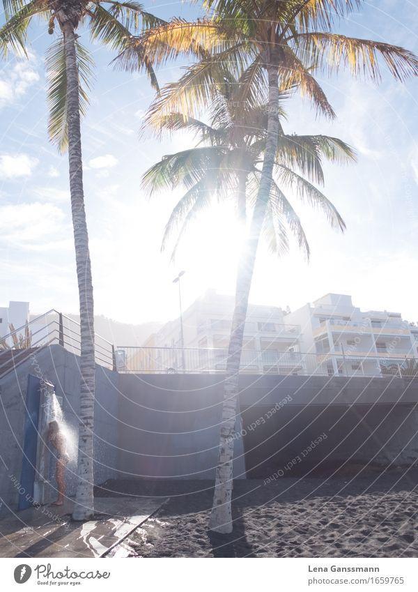 Stranddusche am Morgen Körperpflege Ferien & Urlaub & Reisen Tourismus Sommer Sommerurlaub Sonne Sonnenbad Meer Insel 18-30 Jahre Jugendliche Erwachsene Umwelt