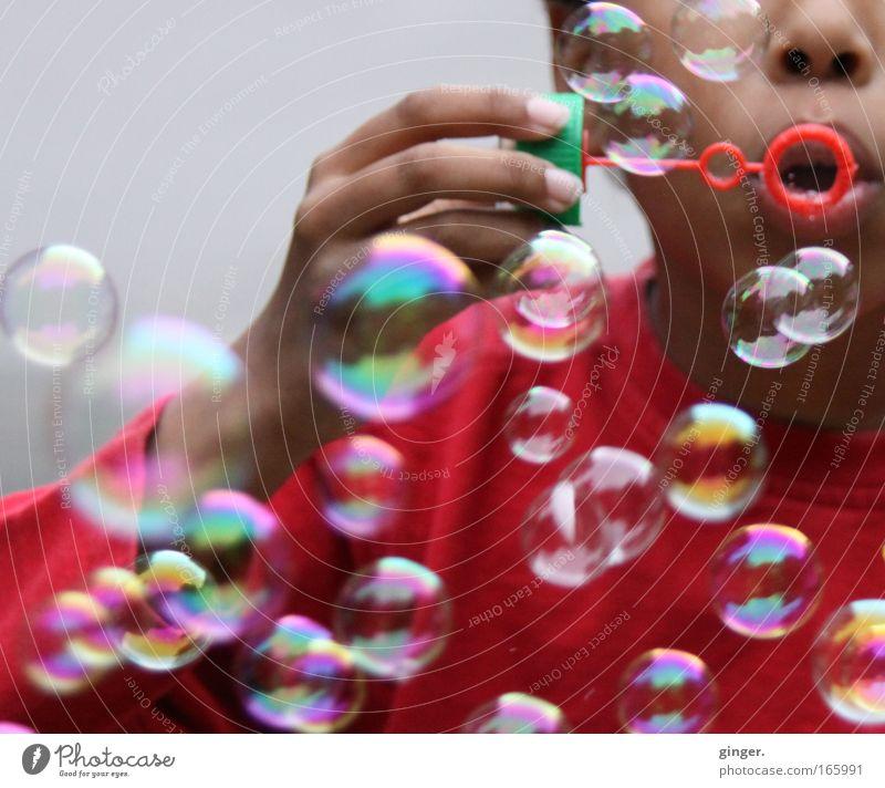 Nu puste mal fix ! Freizeit & Hobby Spielen Mensch Kind Junge Arme Hand 1 mehrfarbig Freude Fröhlichkeit schillernd rot Mund Luft rund Seifenblase schimmern