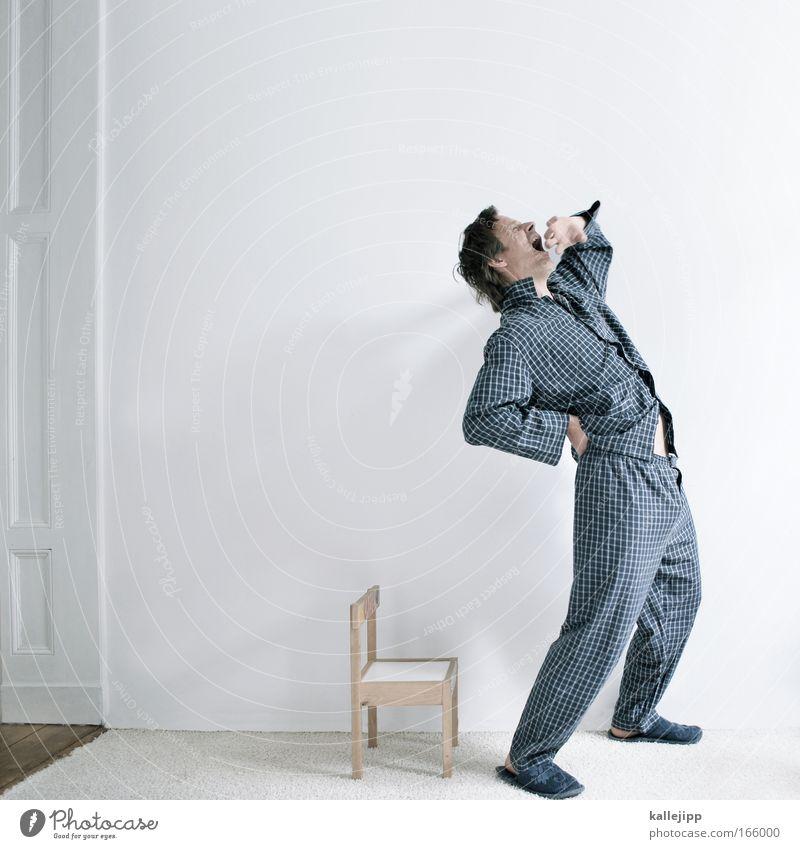 riesenmüdigkeit Mensch weiß blau Raum Erwachsene Wohnung schlafen Lifestyle Stuhl Häusliches Leben Müdigkeit kariert Schlafzimmer altmodisch Hausschuhe gähnen