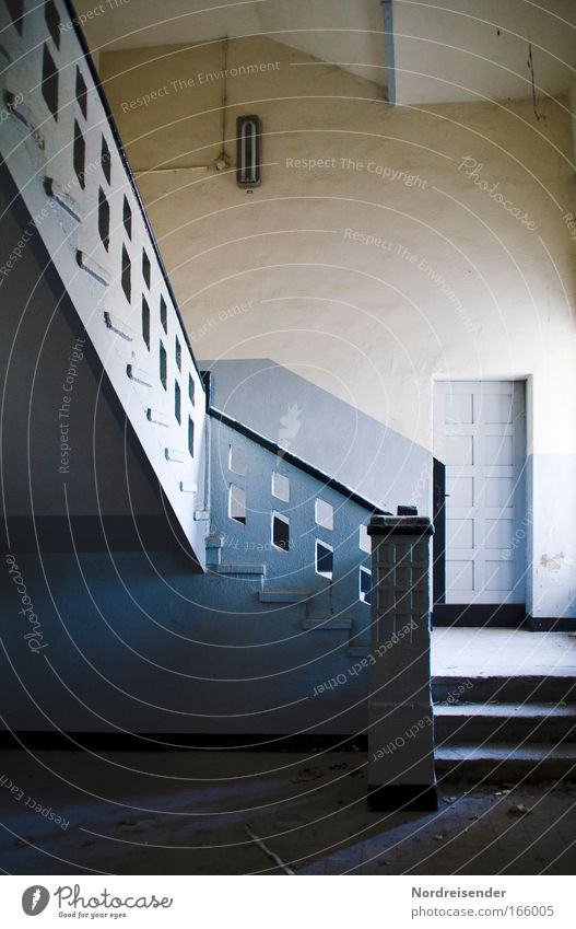 Tür nach Katastrophanien II alt Wand Gefühle Architektur Holz Gebäude Stein Mauer Traurigkeit Lampe elegant Innenarchitektur Treppe Design Erfolg