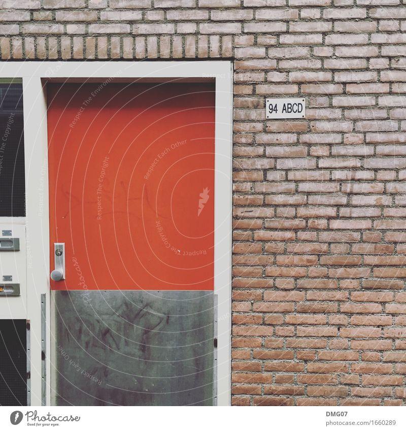 Red Stadt rot Haus Architektur Wand Gefühle Gebäude Mauer Fassade Häusliches Leben Schriftzeichen Tür Schilder & Markierungen Hinweisschild Zeichen