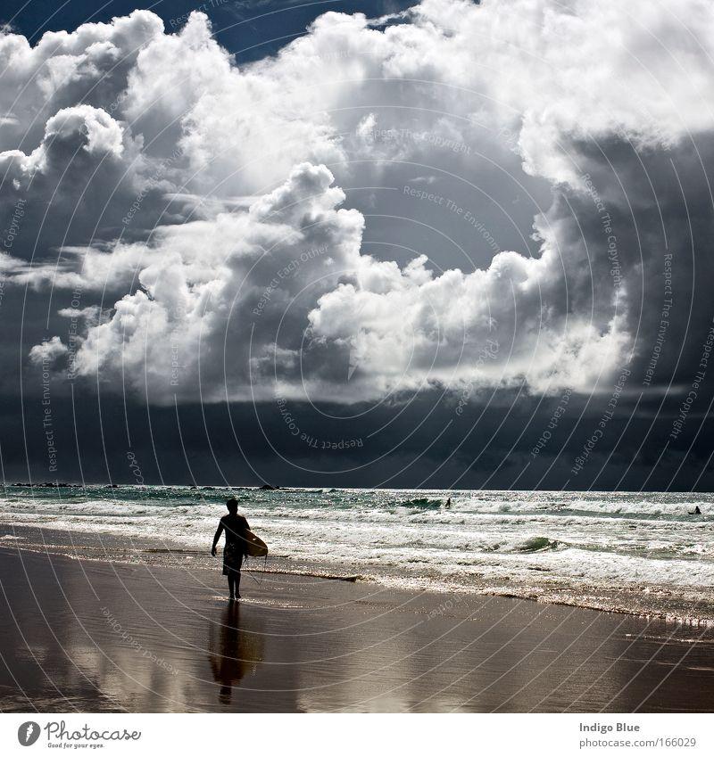 Perfekter Sturm Farbfoto Gedeckte Farben Außenaufnahme Lichterscheinung Strand Mensch Umwelt Natur Landschaft Urelemente Sand Wasser Himmel Wolken