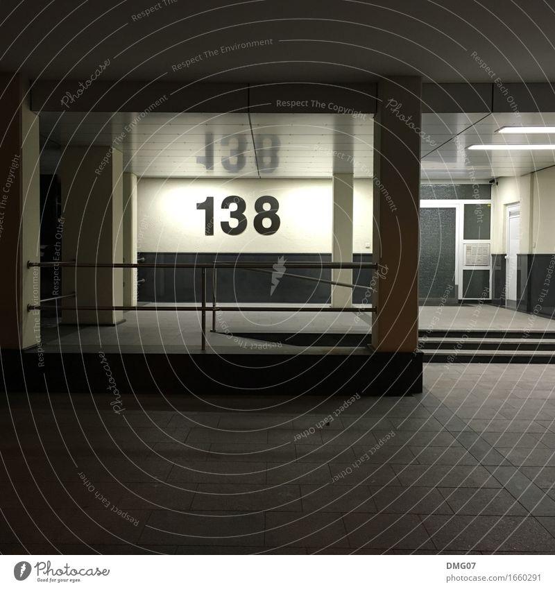 138 Stadt Haus Fenster Architektur Wand Gefühle Gebäude Mauer Fassade Schriftzeichen Tür Hochhaus Schilder & Markierungen Hinweisschild Zeichen Ziffern & Zahlen