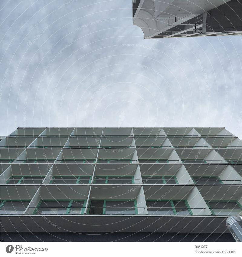 Up in the Sky Himmel Sommer Stadt Wolken Haus Fenster Architektur Umwelt Wand Gefühle Herbst Frühling Gebäude Mauer Wetter Büro