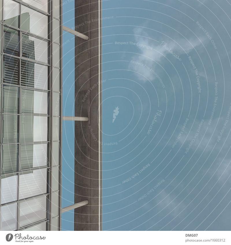 Up in the Sky Himmel blau Sommer Stadt Wolken Haus Fenster Architektur Umwelt Gefühle Herbst Frühling Gebäude Business grau Stein