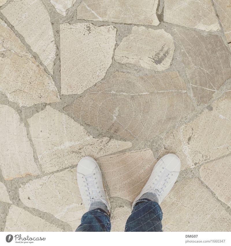 Shoes Frau Jugendliche Mann Junge Frau Junger Mann Erwachsene Leben Senior Lifestyle Beine feminin Stil Mode Stein Fuß Sand