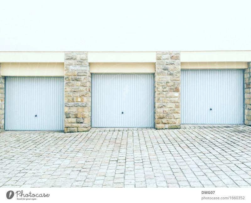 1, 2 oder 3 alt Stadt Haus Straße Architektur Wand Wege & Pfade Gebäude Mauer Fassade Verkehr PKW Tür Bauwerk Dorf Hauptstadt