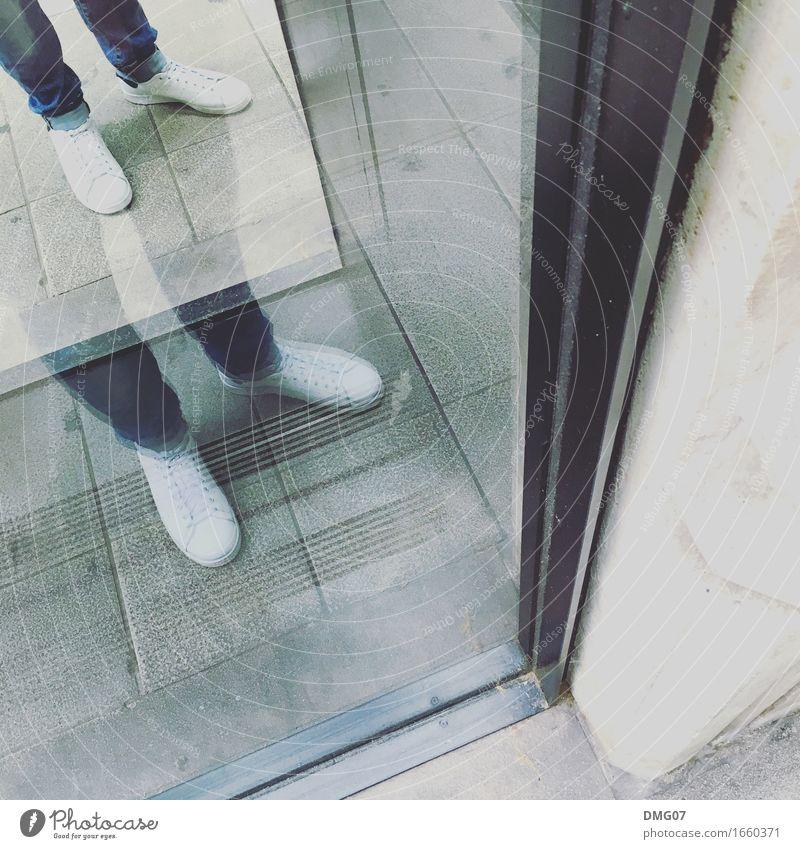 Twice Mensch Frau Jugendliche Mann Stadt Junge Frau Junger Mann Erwachsene Gefühle Lifestyle Beine feminin Stil Mode Fuß Design