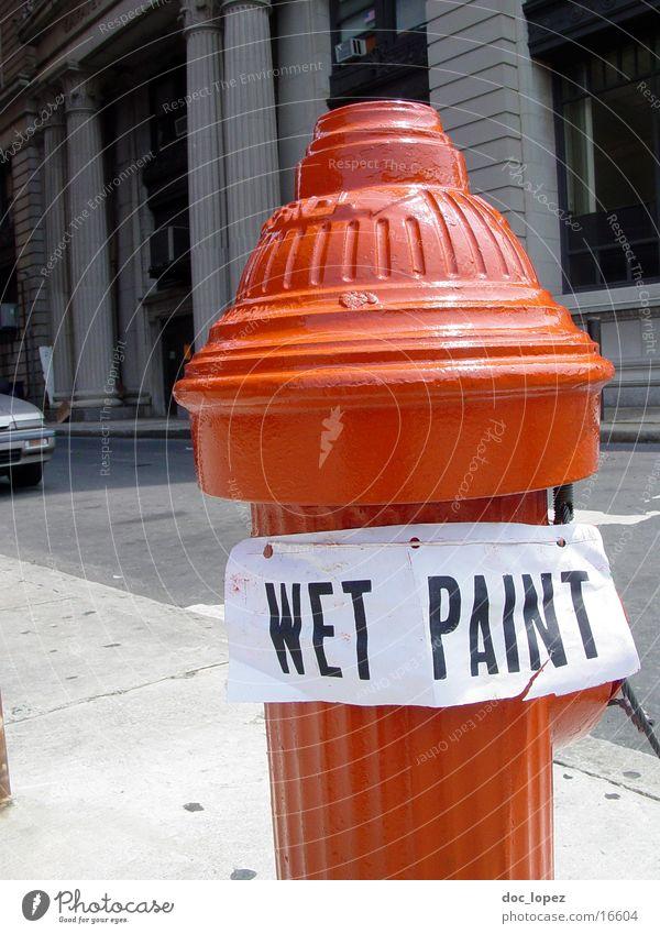 frisch gestrichen Hydrant rot Stadt Warnfarbe Dinge Farbe Wasser Schilder & Markierungen wet paint USA Feuerwehr