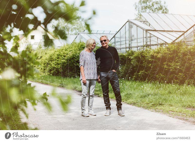 Sommerspaziergang Weiblicher Senior Frau Männlicher Senior Mann Paar Partner 60 und älter Natur Landschaft Schönes Wetter Blatt Erholung genießen Liebe