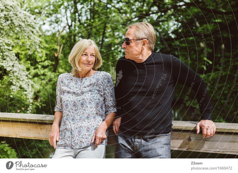 Ein Team Lifestyle Weiblicher Senior Frau Männlicher Senior Mann Paar Partner 60 und älter Sonne Sommer Schönes Wetter Garten Park Erholung genießen Lächeln