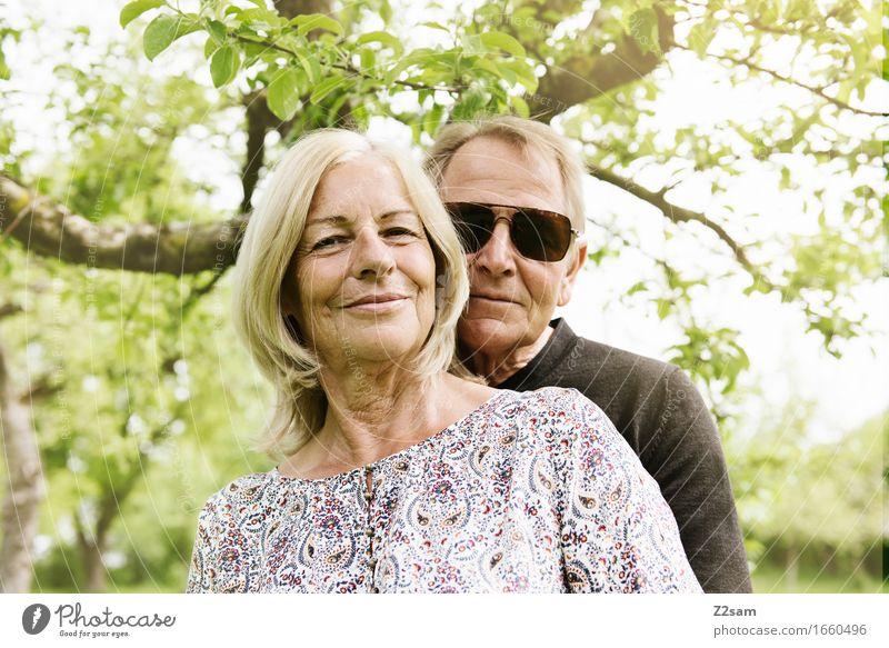 Love is in the air Lifestyle elegant Stil Weiblicher Senior Frau Männlicher Senior Mann Paar Partner 60 und älter Natur Landschaft Sonne Sonnenlicht Sommer