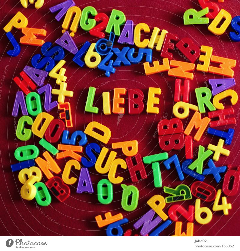 Liebe?! Farbfoto Studioaufnahme Experiment Menschenleer Hintergrund neutral Vogelperspektive Kunst Zeichen Schriftzeichen Traurigkeit Wut rot Gefühle Stimmung