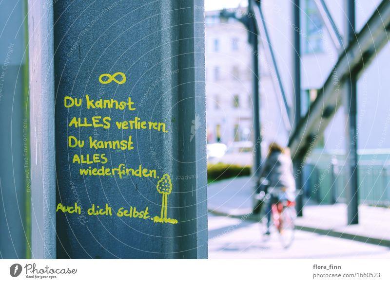 Streetart Zitat Brücke Ausflug Fahrradtour Sonne Kunst Natur Kleinstadt Stadt bevölkert Haus Sehenswürdigkeit Fahrradfahren Straße Hose Jeanshose Jacke Stahl