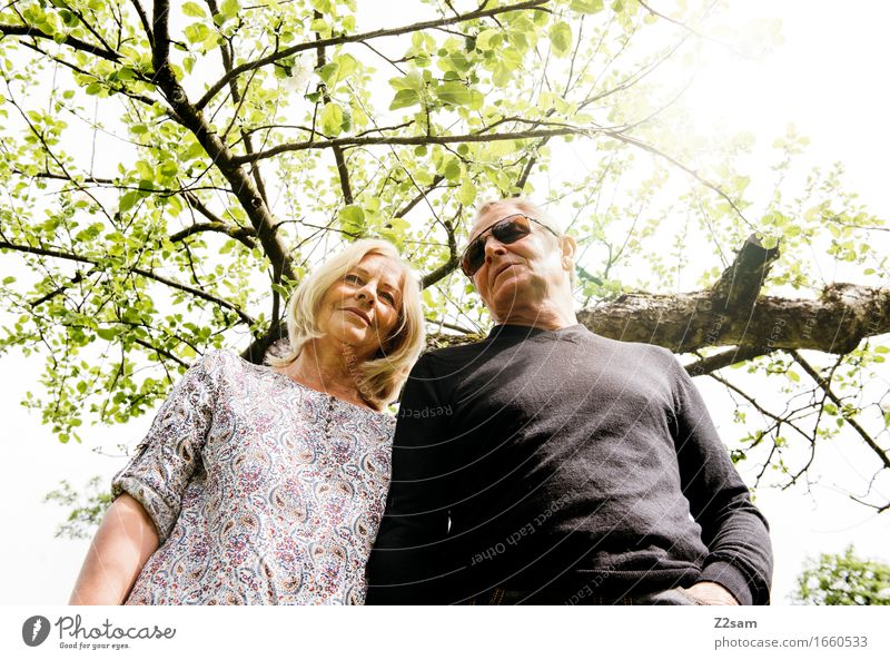 Zweisam Lifestyle elegant Stil Paar Partner 60 und älter Senior Umwelt Natur Landschaft Sonne Frühling Sommer Schönes Wetter Baum Sträucher blond Lächeln lachen